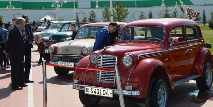 نمایشگاه خودروهای قدیمی و کلاسیک در تاشکند
