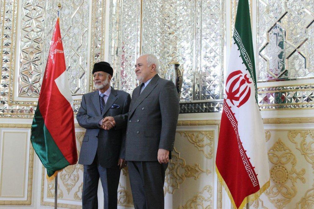 توئیتی که ظریف از دیدارش با همتای عمانی منتشر کرد، عکس