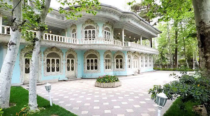 عالی قاپو کوچک در تهران ، عمارتی پوشیده از گچ بری های نفیس که موزه تماشاگه زمان شد