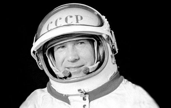الکسی لئونوف؛ اولین انسانی که در فضا راهپیمایی کرد