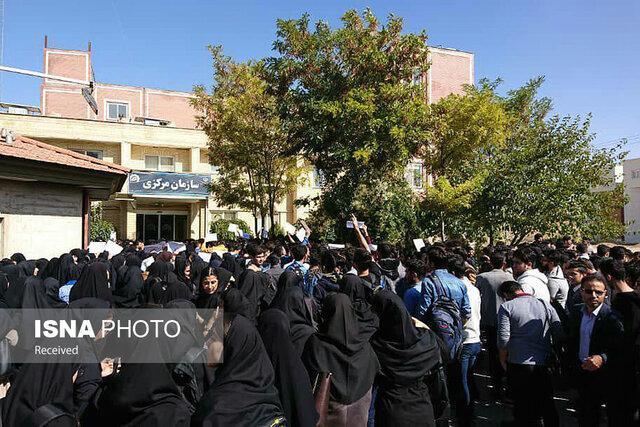 تجمع دانشجویان در دانشگاه صنعتی قوچان