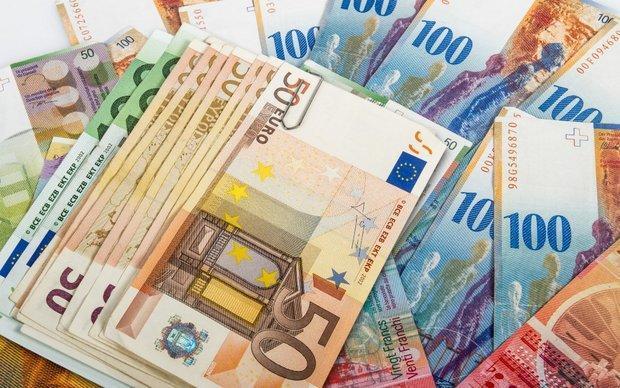 کاهش قیمت 25 ارز، سقوط یورو به کانال 49 هزار ریال