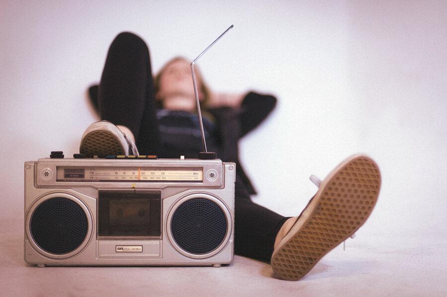 تاثیر عجیب موسیقی غمگین روی روان ، موسیقی غمگین گوش کنیم یا نه؟