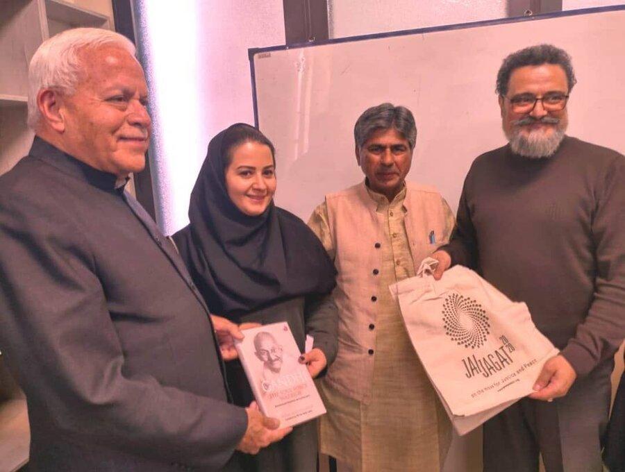 اعضای بنیاد صلح گاندی از شیراز و کازرون دیدن کردند