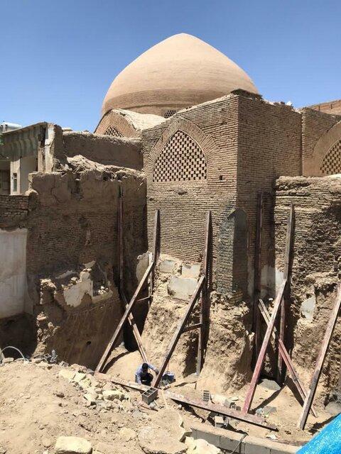 ساخت وساز بیخ گوش مسجد تاریخی رحیم خان با کدام مجوز؟