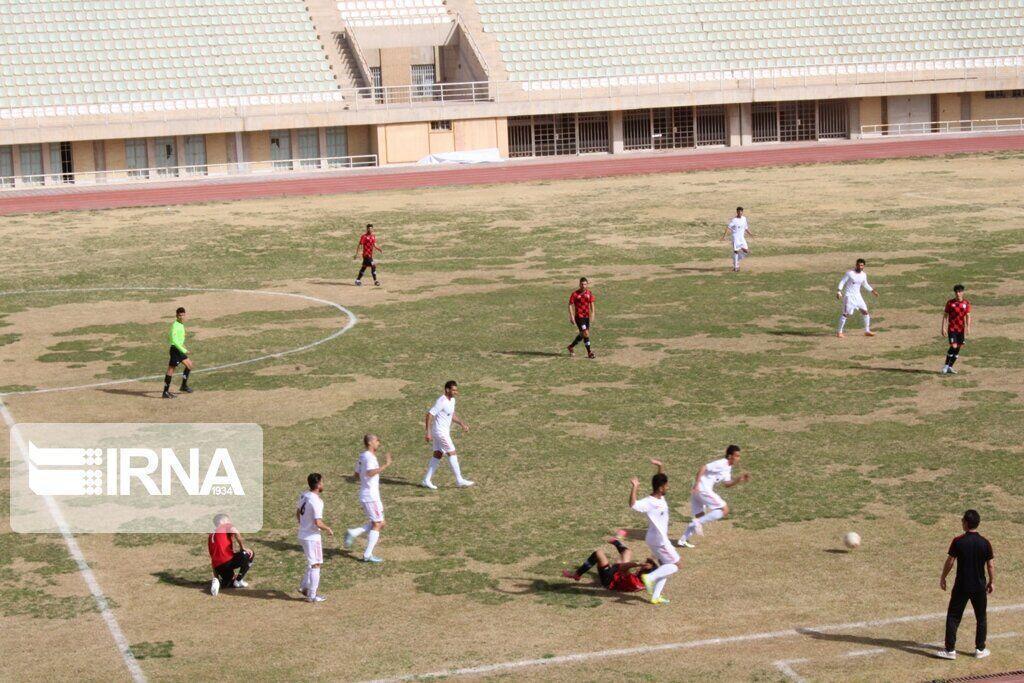 خبرنگاران تیم فوتبال شهید قندی یزد آماده برگزاری اولین مسابقه خانگی است