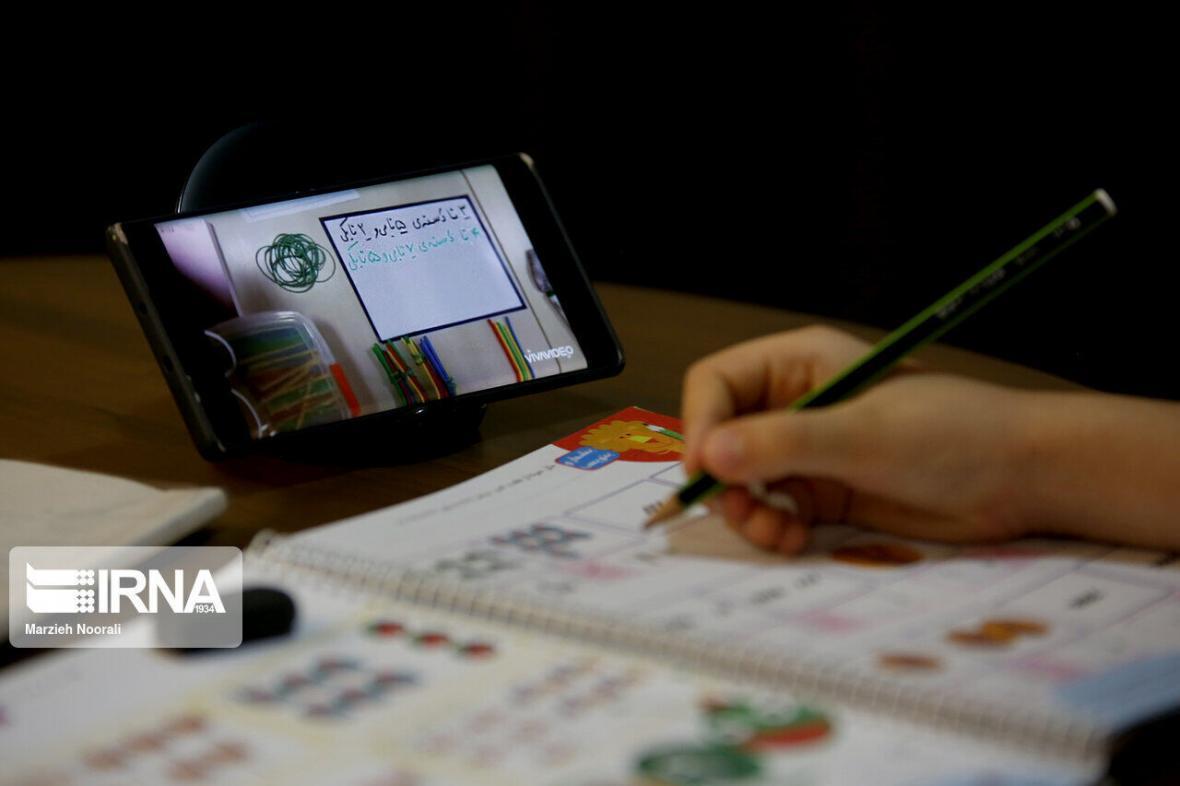 خبرنگاران 216 دانش آموز فریدونکناری از تلفن و تبلت هوشمند برخوردار شدند