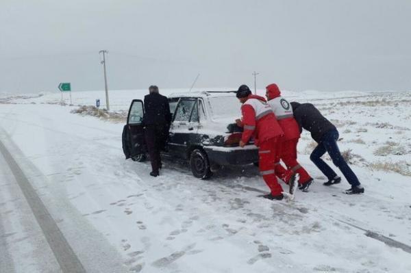 امدادرسانی به 186 نفر گرفتار در برف وکولاک آذربایجان غربی