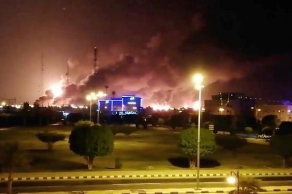 خبرنگاران عربستان حمله انصارالله به تأسیسات نفتی اش را تأیید کرد