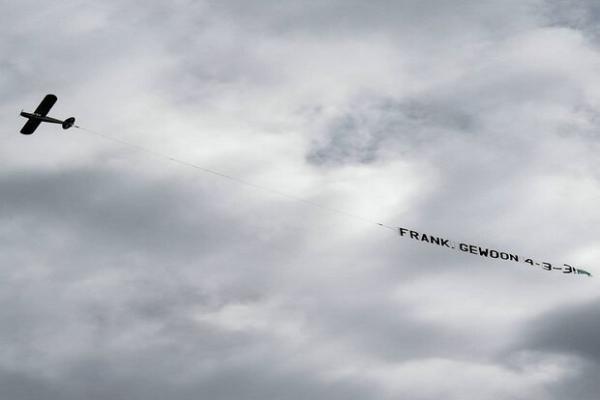 درخواست تماشاگران هلندی از آسمان ارسال شد، حضور خندان طرفداران