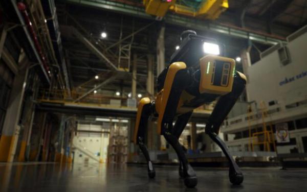 سگ رباتیک از ایمنی کارگران خودروسازی محافظت می کند